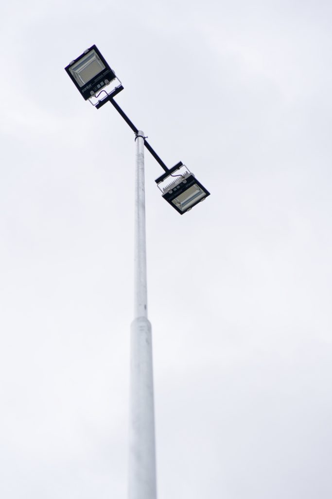 Osvětlení parkovacích ploch a nasvícení ploch pro předváděcí vozy.