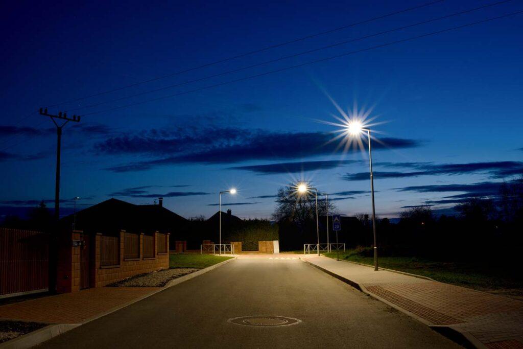Rekonstrukce veřejného osvětlení na hlavní a vedlejších komunikacích v obci Kožlany.