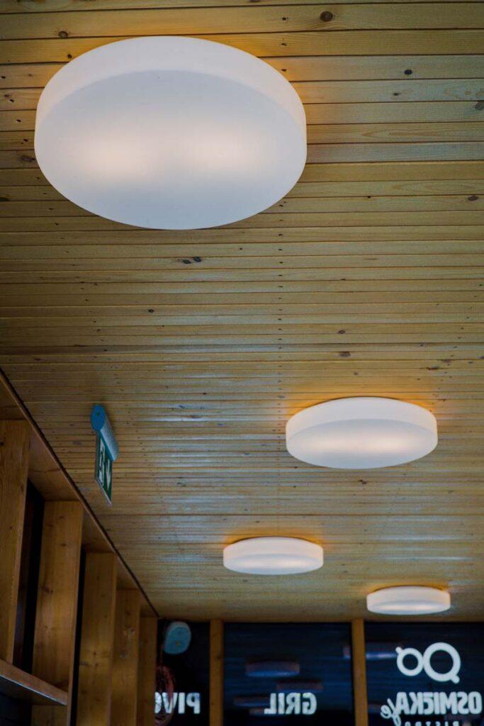 Realizace veřejného osvětlení na předměstí v Krakově včetně elektroinstalace pavilonu.