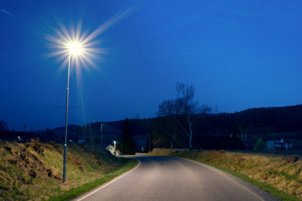 LED osvětlení hlavní komunikace v obci Drevníky, kde též využívají naší služby přenesené správy veřejného osvětlení.