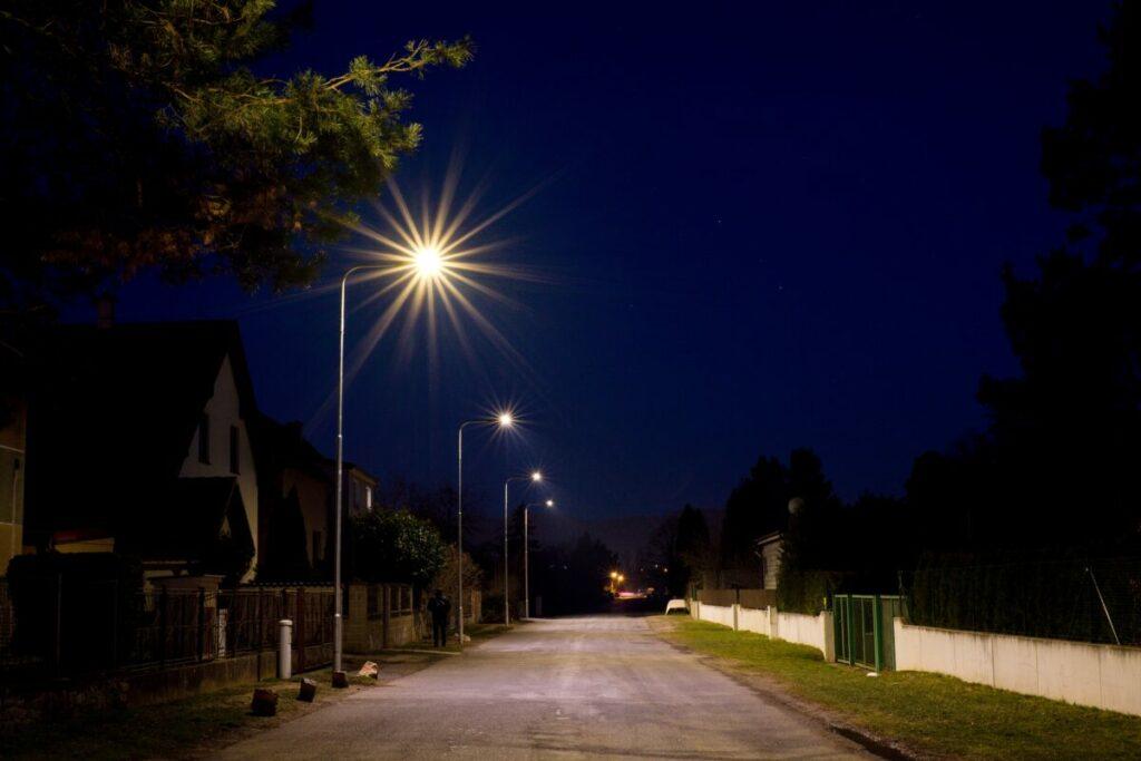 I takto může vypadat Vaše vedlejší či hlavní silnice osvětlená kvalitním LED osvětlením v rámci přenesený správy obce či města.