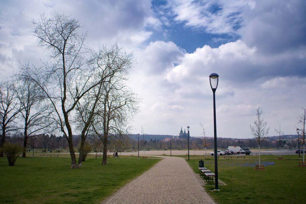 Rekonstrukce veřejného osvětlení v parku na Letné.
