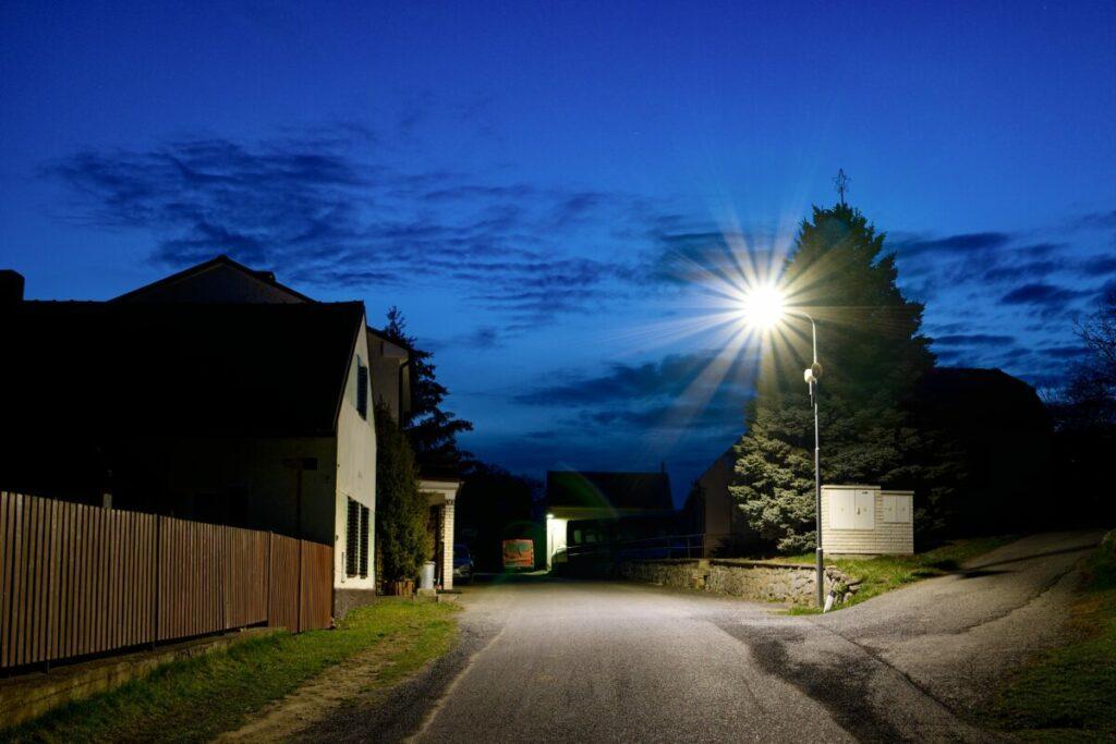 Nové LED osvětlení v obci Nechalov, které jsme realizovali v rámci správy veřejného osvětlení.