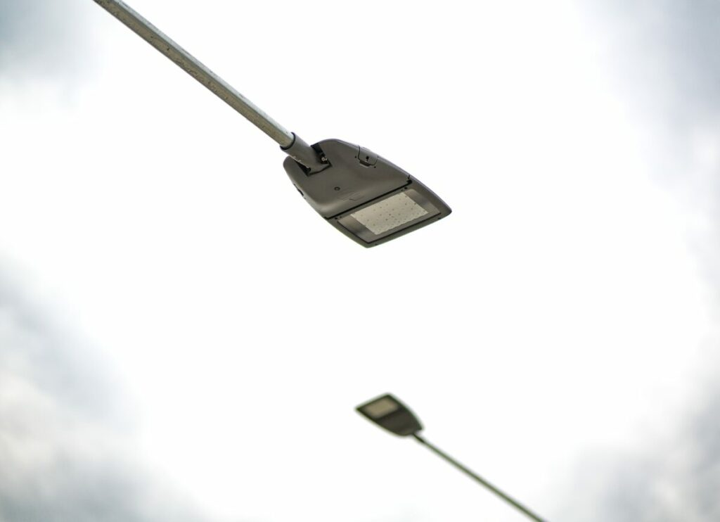 Rekonstrukce veřejného osvětlení zaměřená především pro bezpečnost občanů v podobě osvětlení přechodů, hlavní komunikace a cyklostezky, kterou využívají i chodci.