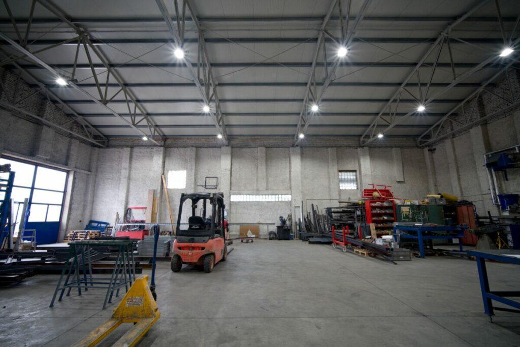 I na malém prostoru se dají dělat velké věci, když jsou správně osvětlené jako je tomu zde ve výrobní hale společnosti WXW Components s.r.o.